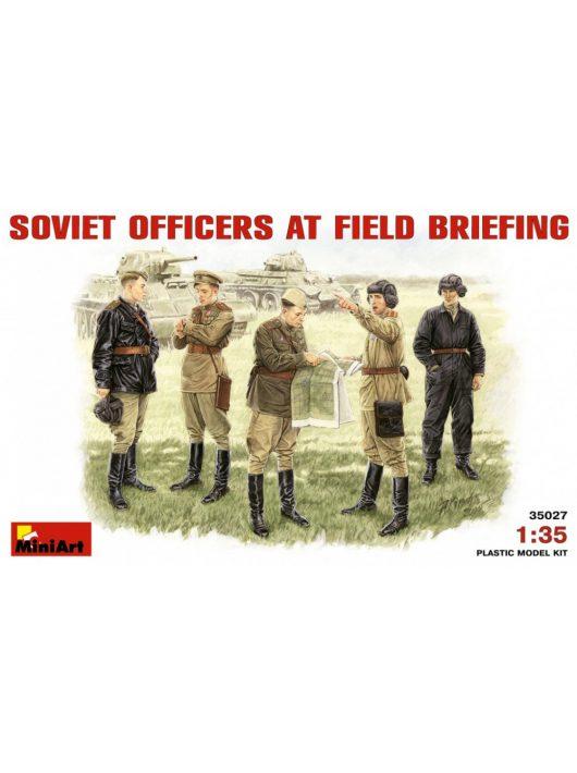 MiniArt - Soviet Officers at Field Briefing